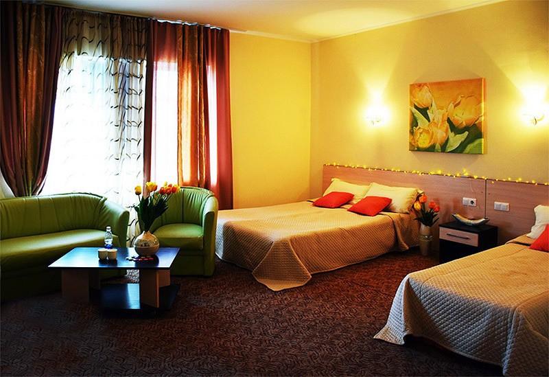 "Отель ""Royal Beach"" | 3-местный  1-комнатный   стандартный"