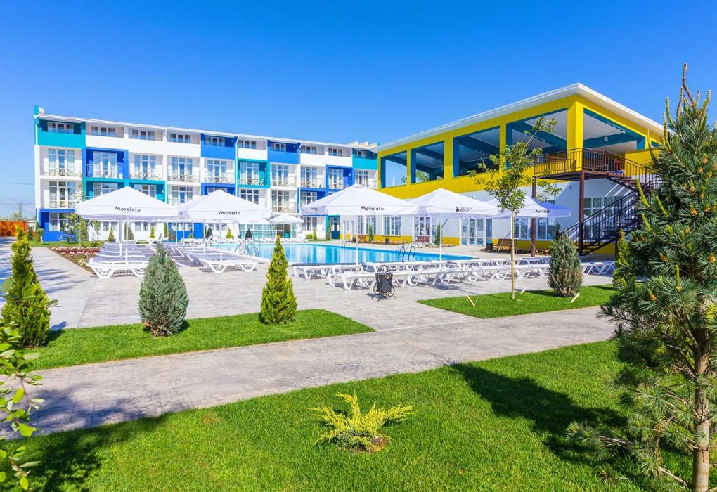 Морелето отель на берегу моря с бассейном все включено для  отдыха с детьми